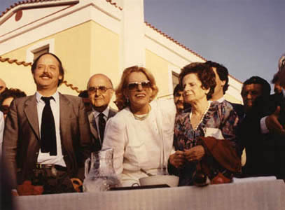 <p>Yiorgos Anemoyiannis, Melina Mercouri and Eleni Kazantzaki at the opening ceremony on 27<sup>th</sup> June 1983</p>