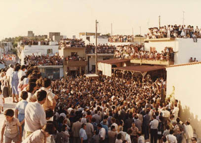<p>A view of the crowd in the square at Myrtia for the museum opening ceremony on 27<sup>th</sup> June 1983</p>