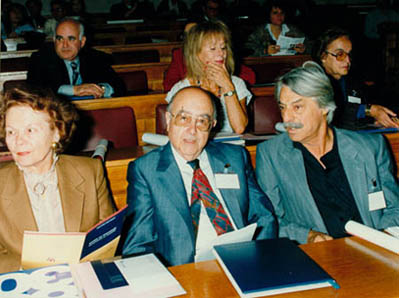 <p>Yiorgos Anemoyiannis with Museum Director Titika Saklambani at the First Panhellenic Gallery and Museum Conference, Athens, 29/10/1993</p>