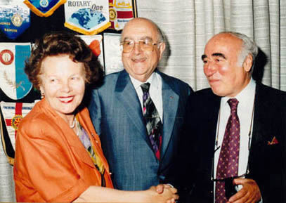 <p>The museum&#39;s tenth anniversary celebration organized by Glyfada Rotary Club on 27<sup>th</sup> May 1993. Museum Director T. Saklambani (left) with Nestoras Matsas</p>